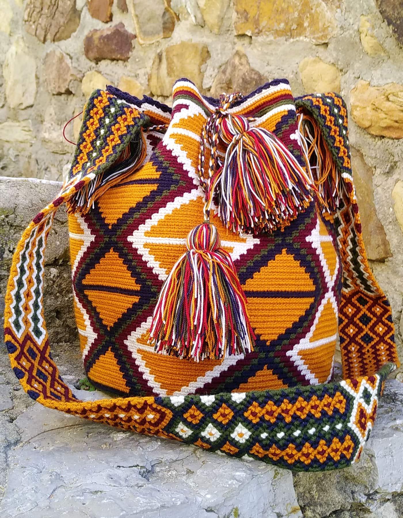 Bolso Wayuu Artesanal, Auténtico y Original (sólo 1 igual) con motivos tribales en marrón anaranjado, azul, verde, morado y blanco C