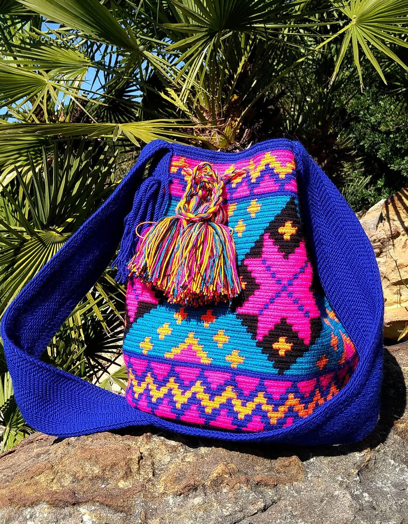 Bolso Wayuu Artesanal, Auténtico y Original (sólo 1 igual) con motivos tribales, azul, azul oscuro, cian, naranja claro y negro A