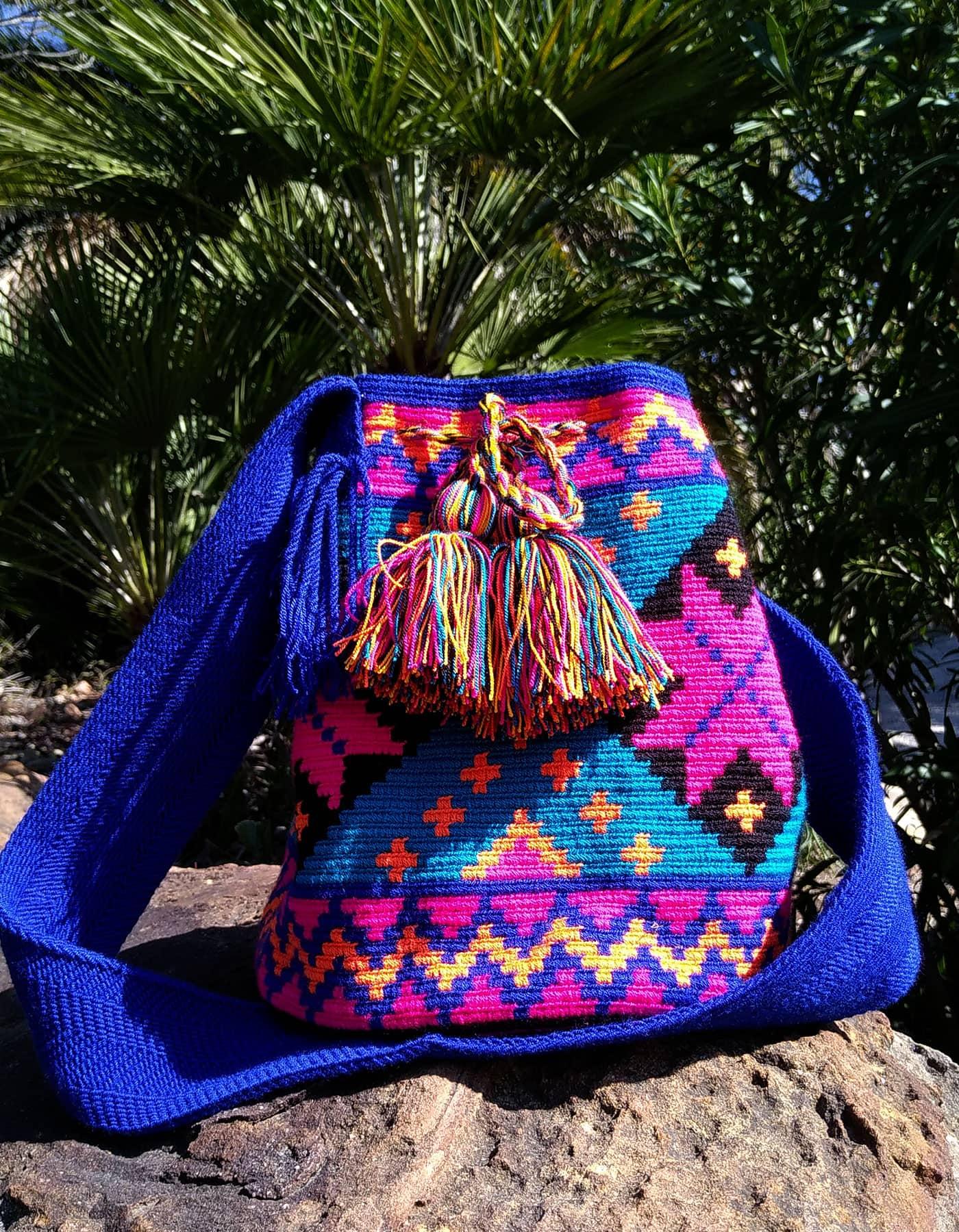 Bolso Wayuu Artesanal, Auténtico y Original (sólo 1 igual) con motivos tribales, azul, azul oscuro, cian, naranja claro y negro B