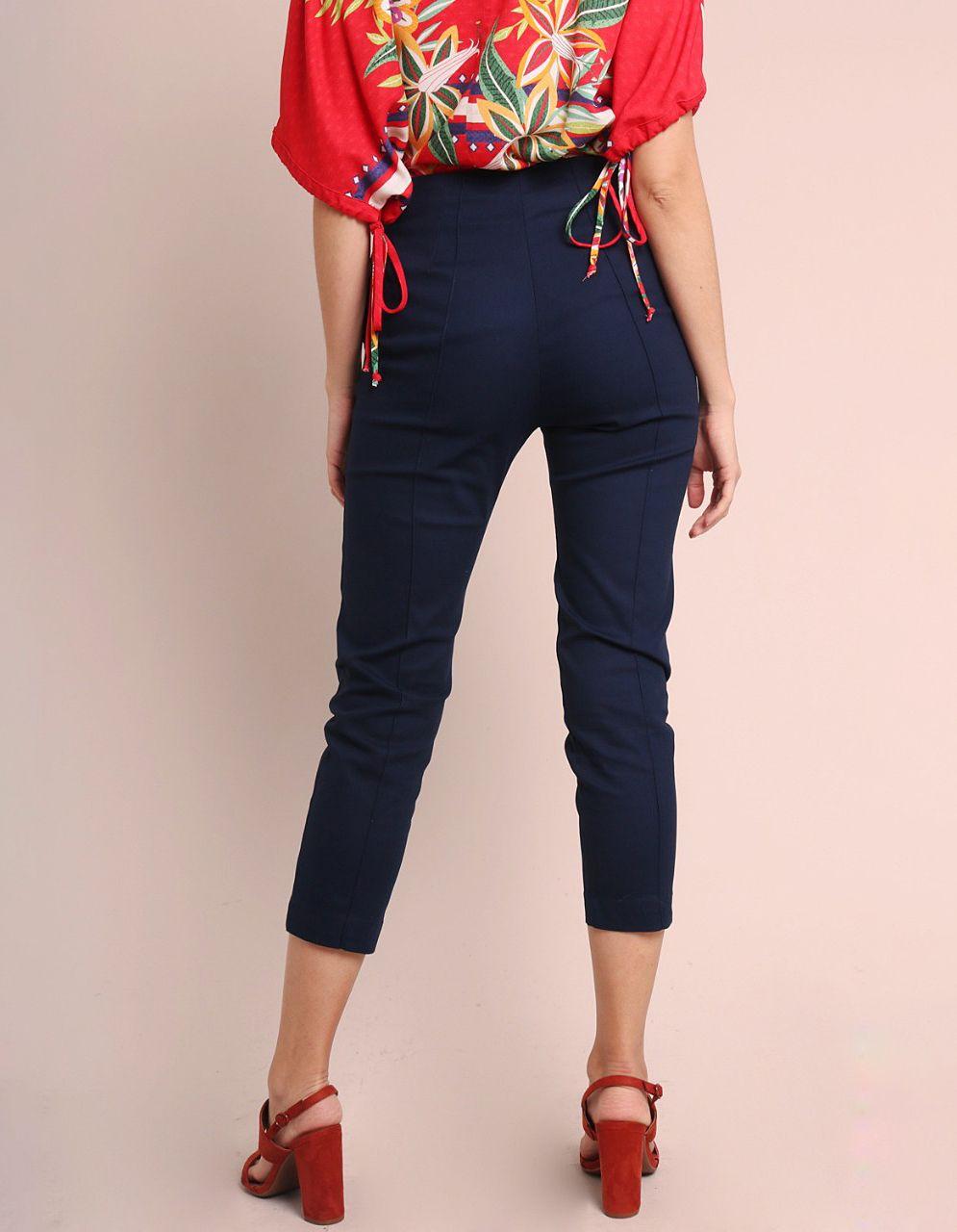 Pantalón Capri algodón marrón, azul oscuro o gris, cremallera frontal y bolsillos laterales Malagueta-72143MAL-B