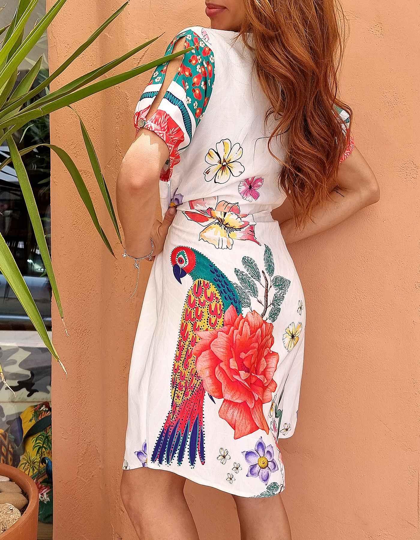 Vestido verano corto blanco o verde escote en V y estampa tropical Malagueta-D