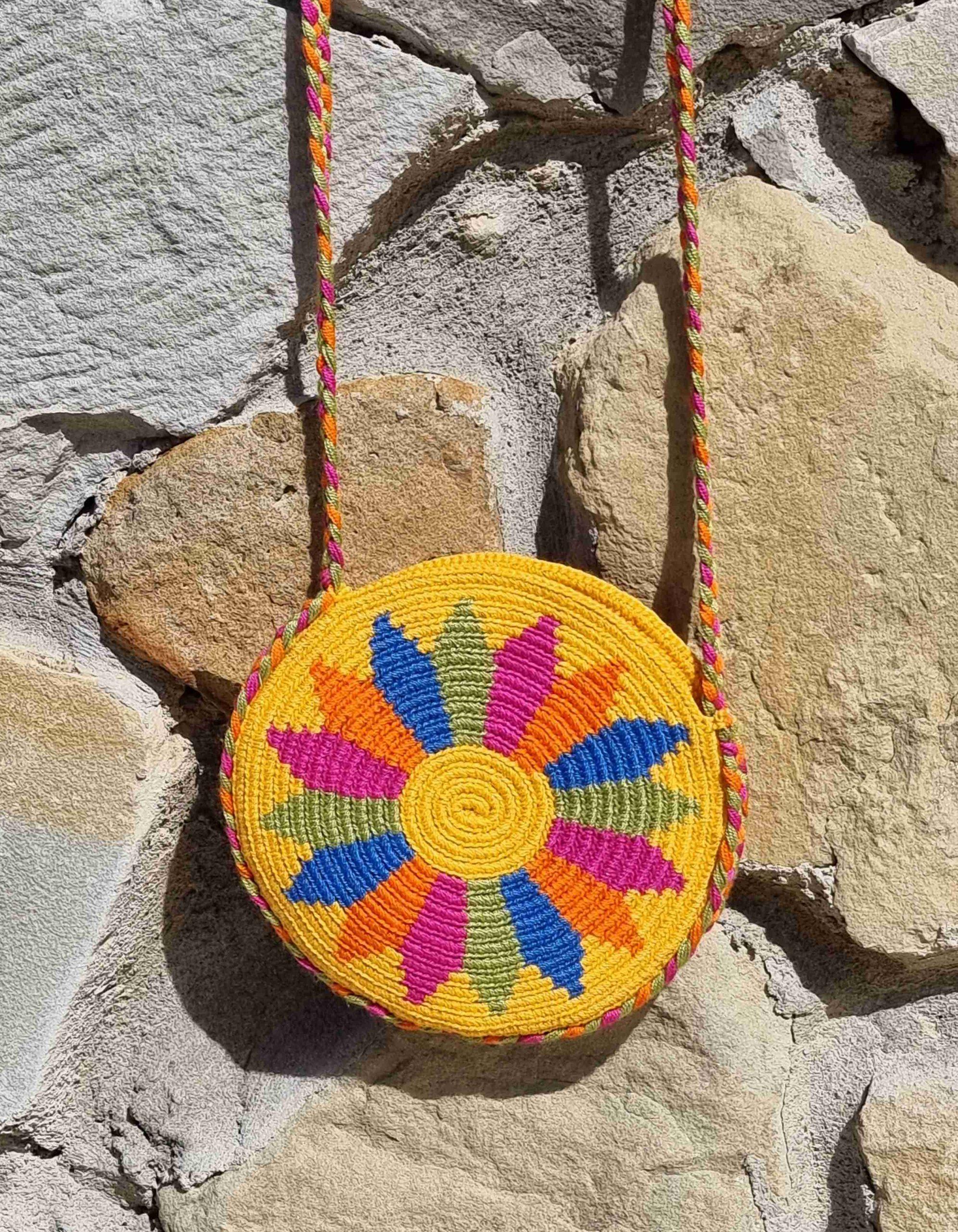 Bolso Pequeño Wayuu Original Auténtico (sólo 1 igual), con motivos tribales color azul, naranja, amarillo, rosa y verde